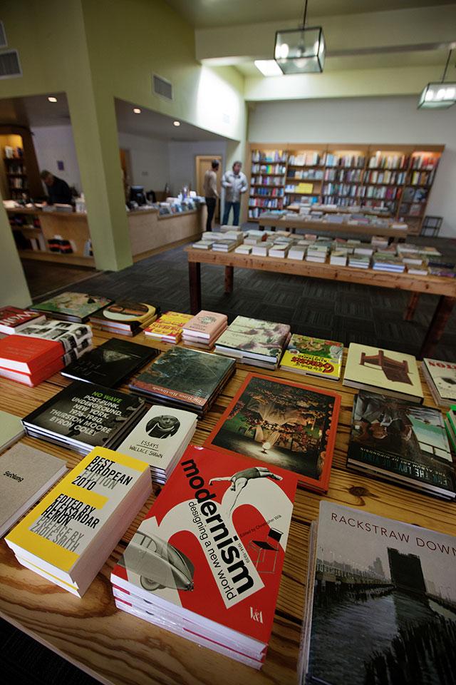 _S3R0527-Marfa-Bookstore